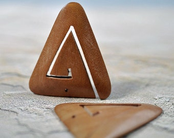 Wood triangle pendant, natural color, 42x40mm, #436