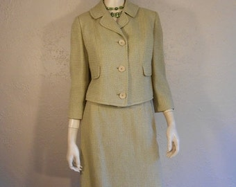 Red Tag Sale 60% Off I'll Wait in Reception Darling - Late 1950s Apple Green Ecru Tweed Wool Skirt Suit -6/8