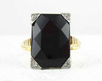 Onyx & Diamond Panel Ring, Late Art Deco Cocktail Ring Set with Black Onyx, Diamond Corners in 14 Carat Gold, Platinum, Circa 1930s.