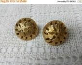 CIJ 60% SAVINGS Trifari  Pretty gold tone Clip earrings