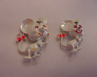 Vintage White Opalescent Mice Scatter Pins Or Duet Pins   15 - 42