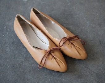Vintage Caramel Leather Flats Pointed Toe 80s Gathered Front with Bow Shoes Brown Tan Orange Whiskey 7