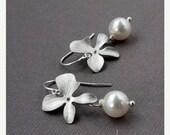 ON SALE Silver Flower earrings, Bridesmaids Jewelry. Bridal Party. Orchid & Pearl Earrings, Sterling Silver Ear WirePearl Earrings,