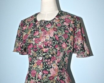 50% OFF SALE Vintage VICTORIAN floral dress . 1980s floral print romantic Cape Dress . church afternoon tea party dress . size 8 Usa