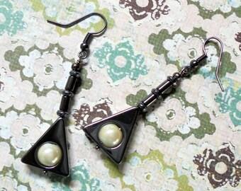 Black and White Triangular Drop Earrings (2556)