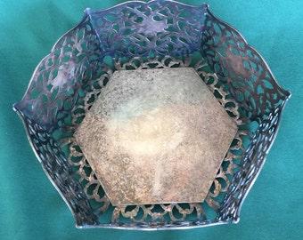 Antique Art Noveau Art Deco Apollo Silver Company Pierced Reticulated Bread Basket Centerpiece Bowl Silver Plated