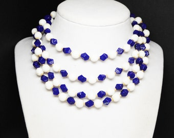 Art Deco Blue & White Necklace - Rope Length - Vintage Flapper Sautoir - Glass Beaded Necklace - Hand Knotted Beads