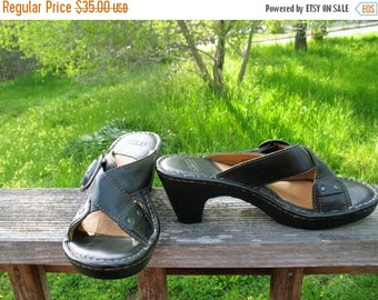 BORN DEADSTOCK 90s  Boho Hippie Hipster Classic Black Leather  Buckle Summer Clogs Mint Condition Size 8 USA Size 39 Eur