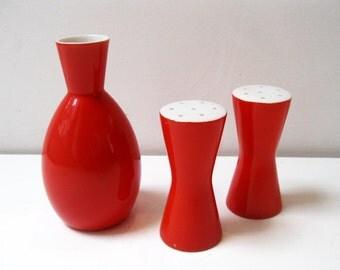 modern vintage Red salt and pepper set