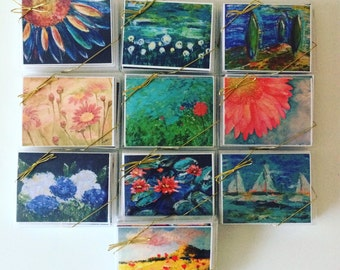 Box of 10 assorted notecards.