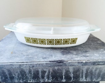 Vintage Pyrex Verde Green Divided Casserole with Glass Lid 1 1/2 quarts