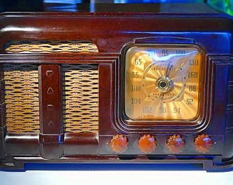 FADA Model 790 AM and Early FM Radio (1949)
