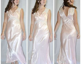 Vintage 1940s Pale Peach Satin Bias Cut Long Night Gown With Embroidered Ivory Silk Crepe Inlay Trim Sz S