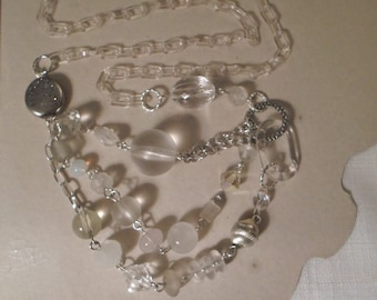 Vintage / CLEAR LUCITE NECKLACE / Choker / Crystal / Glass / Plastic / Artisan / Fashionista / Designer-Inspired / Chic / Trendy / Accessory