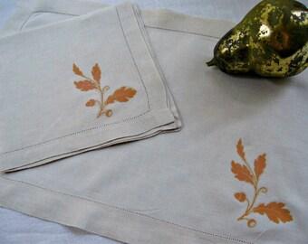 Vintage Linen Placemats and Napkins-Set of 4- Oak Leaf Acorn Graphic-Farmhouse Kitchen Decor