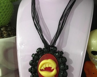 Vampire teeth skull necklace