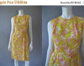 ON SALE Vintage 1960s Wiggle Dress - 60s Floral Print Dress