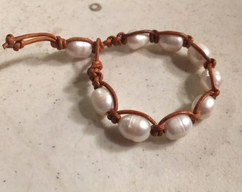 Brown Bracelet - Macrame Jewelry - White Pearl Gemstones - Leather - Fashion - Trendy - Beaded