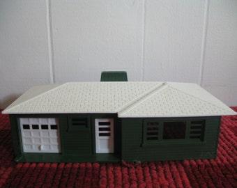 Vintage Bachmann Plasticville Ranch Home, Set 2, Christmas Railroad Platform
