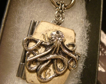 Victorian Style Steampunk Octopus with Watch Face Locket Necklace in Antique Silver (2195)