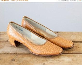 SALE 1960s Vintage Faux Crocodile Pumps. 60s Heels (size 6 A)