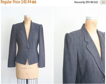 SALE / vintage 80s fitted wool blazer - ladies 80s gray jacket / Charcoal Gray - 1980s puff shoulders / equestrian inspired - preppy blazer