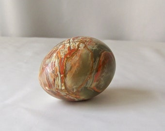 Vintage Onyx Egg Green Red Colored Onyx Egg Easter Egg Hunt Grand Prize Decorative Stone Egg Vintage 1970s