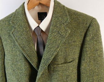 Vintage Harris Tweed Sport Coat. 3/2 Roll.  Richman Brothers Sportsman. Handwoven in Scotland. Green and Yellow Hopsack Tweed. Size 36