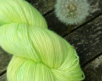 Green Hand Dyed Sock Yarn, Singles Sock Yarn, light fingering weight yarn, Falkland Merino yarn, 100g