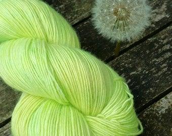 Green Hand Dyed Sock Yarn, Singles Sock Yarn, light fingering weight yarn, Falkland Merino yarn, 100g