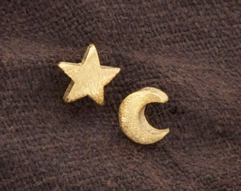 1 Pair of 925 Sterling Silver 24k Gold Vermeil Style Crescent Moon and Star Studs Earrings. Brush Finished.  :vm0720