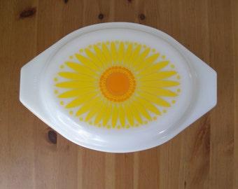 Vintage Pyrex Sunflower Covered Casserole Dish 043