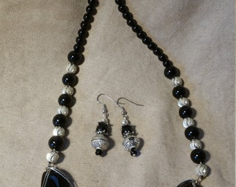 Silver n black beaded necklace w/ matching earrings