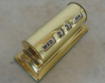BRASS PERPETUAL CALENDAR Day Date Month Art Deco Four Easy Turning Knobs Clear Black Letters & Numbers American 1950's Free Shipping!
