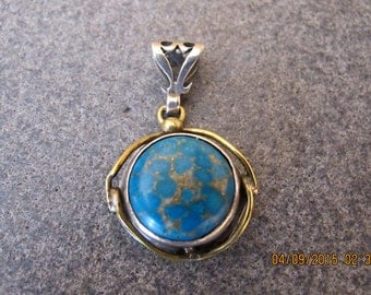 Turquoise Sterling Silver and 8 carats Gold Pendant