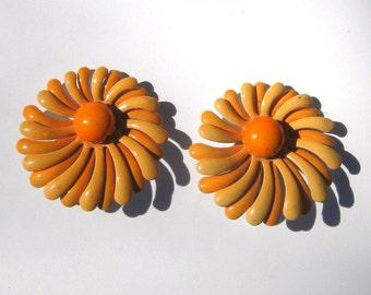 Vintage enamel daisy earrings 1960s peach apricot