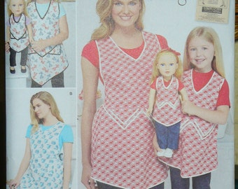 Simplicity Pattern 8038, Mother and Daughter Aprons,  Doll Apron, Retro Style, 1920s Vintage, S, M, L