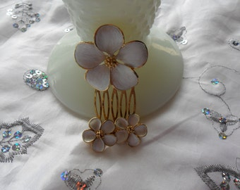Authentic Vintage White/Cream Enamel Flower Gold Hair Comb And Matching Earrings Set Beautiful