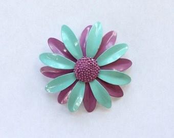60s Mod Metal Daisy Brooch / 60s Flower Pin