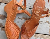 1970s Leather Heels Wedge Woven Cutout Open Toe Honey Contrast Stitch Ankle Straps by Connie // US SIZE 7