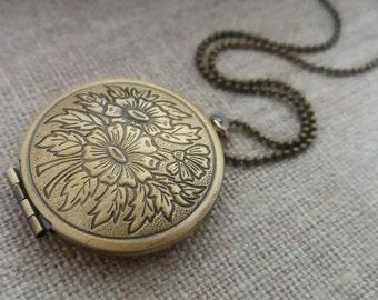 Floral Locket Necklace. Brass Locket. Antique Gold Round Locket.  Keepsake Necklace. Vintage Locket. Long Necklace. Photo Locket
