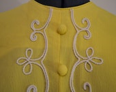 Lemon sherbet/pale yellow vintage 1960s mod dolly girl pretty sleeveless top tunic with white trim