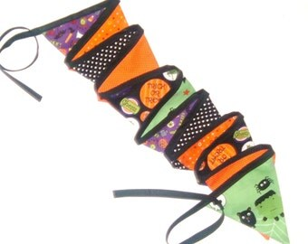 Halloween Bunting - 12 Fabric Flags - 9 feet (274 cm) - Reversible  - Halloween Decoratiaon