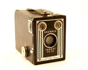 Vintage Kodak Brownie Target Six-20 Camera (c.1946) N1 - Art Deco Home Decor, Collectible Camera Display