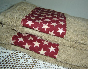 Tan hand/dish towel w/white stars on red, country rustic decor, Americana, patriotic holidays, primitive, homespun, cotton terry, hostess