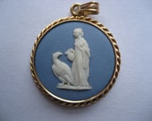 Vintage Sky Blue Wedgwood Cameo With 14K Gold Frame In Excellent Condition Total Weight 4.2 Grams
