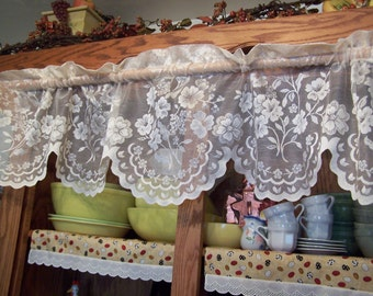 "Pretty 57"" Wide Vintage Sears Ivory Victorian Floral Lace Scalloped Valance 14"" Long (DM-6)"