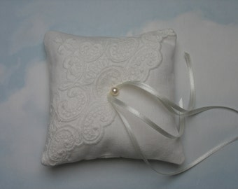 Linen ring pillow. Lifgr ivory wedding ring cushion.