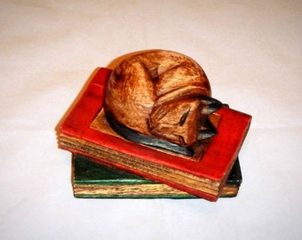 Solid Wood Cat Sleeping On Pair Of Books Vintage Home Decoration