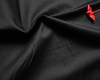 Tissu en satin de coton uni noir- 50 cm